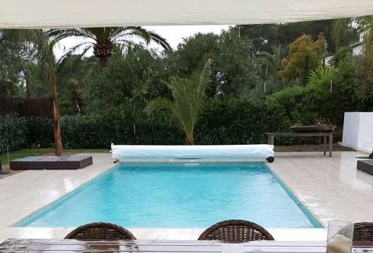 Cobertor enrollador para piscina