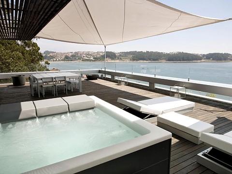 Jacuzzi Spa Lounge